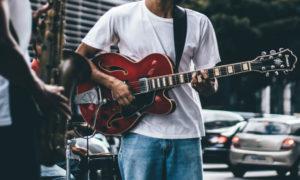 ギターでシャッフルを弾く方法【ストロークのやり方とコツ】